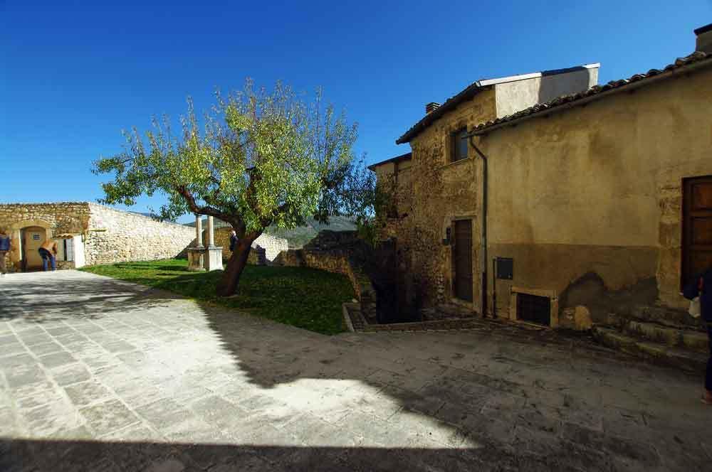Borgo-di-Navelli-14