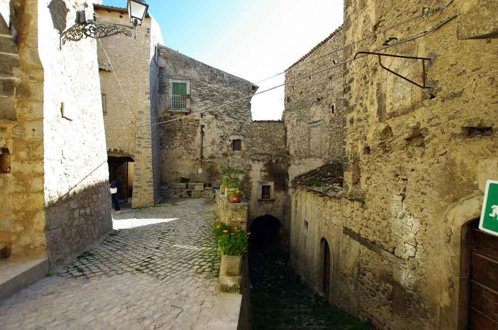 Borgo-di-Navelli-18
