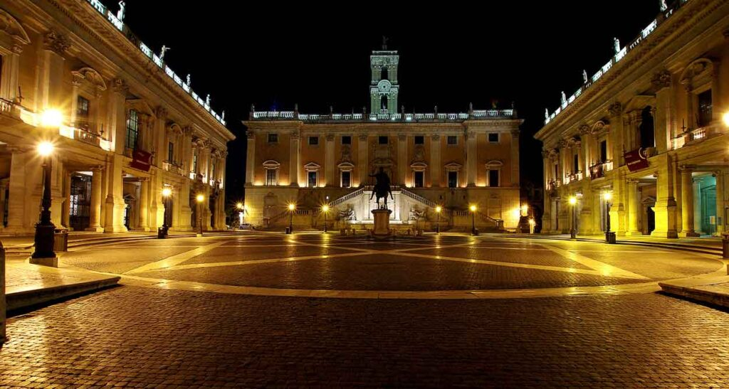 Campidoglio si illumina Palazzo Senatorio.